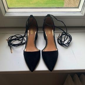 Mega fine RAID sko/heels fra ASOS. Helt nye, aldrig blevet brugt - grundet de er for små til mig. Str. 37, men svarer nok mere til en 36,5. Kasse medfølger.