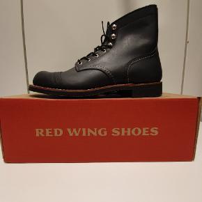 Red Wing 8084 us7.5 euro 40  Ikonisk støvle fra Amerikanske Red Wing, håndlavede støvler i høj kvalitet.  Prisen er fast