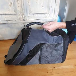 Hunde taske, helt ny fejlkøb - 100 kr.  Befinder sig i Odder by.