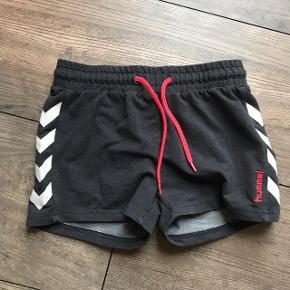 ~ Grå Hummel shorts ~ Str 11-12 år men passer en normal XS  ~ For flere billeder skriv privat 😊  ~ Sender gerne på købers bekostning