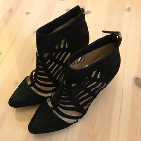 Smuk Sargossa spiderweb sandal - kun prøvet, aldrig været brugt.