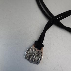 H.C Andersen filigran sølv vedhæng med sort snor