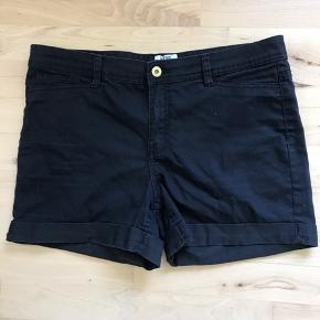 Fine sorte shorts, fejler ikke noget.