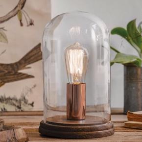 Stemningsfuld bordlampe med glaskuppel. Sælges eksklusiv glødepære. Nypris 599,- Sælges for 300,-