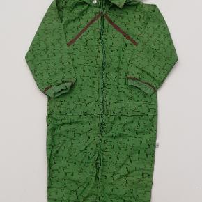 """Street boiler suit, grøn m. æsler str. 98 Det er i princippet en """"sommer-flyverdragt"""" i et-lags stof. Farve: Grøn Aftagelig hætte  Ny med mærke  Pris: 100,- plus porto (nypris 600,-) Fast pris Sendes med DAO"""
