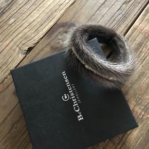 Varetype: armbånd Størrelse: L Farve: sæl Oprindelig købspris: 800 kr.