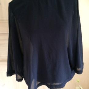 Blå gennemsigtig Brystmålet er 2 x 70 cm Længde 65 cm