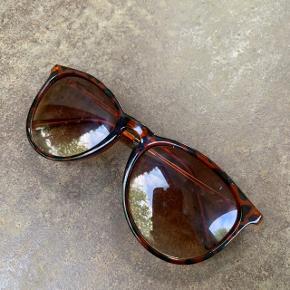 Solbriller 😎  Nypris: 250 kroner 💸