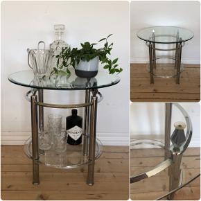 Super smukt vintage ovalt barbord i glas og metal ❤️❤️❤️ H53 Ø55 cm. Pris 800,- kr.