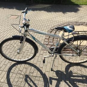 Super god drenge cykel fra kildemose.  Har brugs skrammer og trænger til at blive smurt med lidt olie, men ellers i fin stand.  Passer til ca 9-12 år i størrelsen.