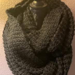 Kæmpe stort og varmt strik halstørklæde