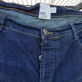 Lækre jeans fra Asos curve. Med knappeluk. Uk str 20.