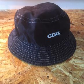 Comme des Garçons bucket hat Aldrig brugt  Kom med et bud eller check resten af mine annoncer - jeg giver mængderabat 😊