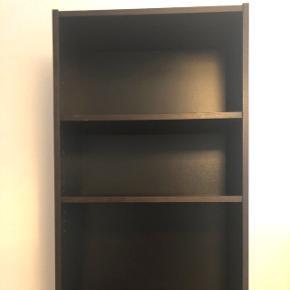 Billy reol fra Ikea i farven sortbrun. H: 202cm, B: 60cm, D: 28cm
