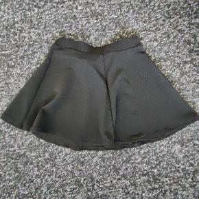 Nederdel fra H&M  Kan også passes af 40/L  Fra ikkeryger-hjem :-)
