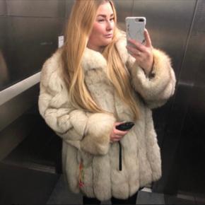 Super smuk pels, i rigtig god stand. Købt til 4.000kr.