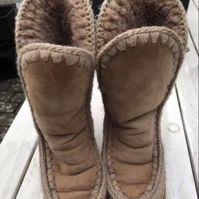 Pæn og velholdt Mou støvle sælges for 800 kr
