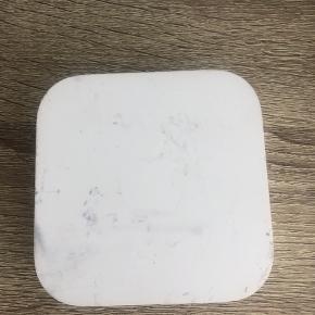 Apple airport Express  Har ikke kabel (standart 8tals kabel)