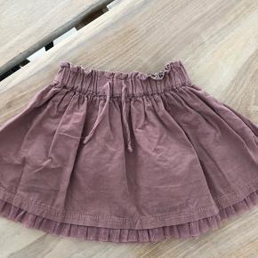 Sød rosa nederdel. Brugt nogle gange og fremstår pæn.   Sendes ikke