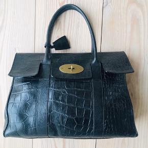Bayswater Mulberry taske i sort croco skind. Den er god men brugt men stadigvæk rigtig smuk og super funktionel. Nyprisen var ca. 12.000 kr. Den har få brugsspor i bunden - se billeder.