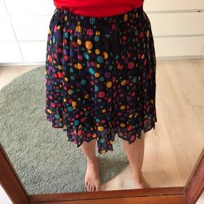 Prikkede plisseret nederdel i de skønneste farver 🌈