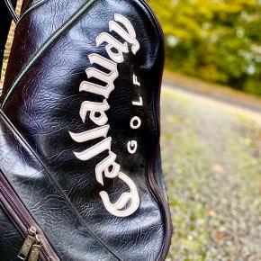 Fint Amerikansk begynder Golfsæt fra Callaway der er en af de største producenter i verden. Serien er Big Bertha Fusion og medfølger 11 køller herfra samt 7 køller af blandet mærker.  Der medfølger ialt 18 køller med alt fra driver, putter, og P, S, 3, 4, 5, 6, 7, 8, 9 jern.  Medfølger vogn og taske, Big Bertha.  Standen er Brugt, men det kan sagtens bruges som begynder sæt eller som ekstra sæt.  Nypris: ca. 6000