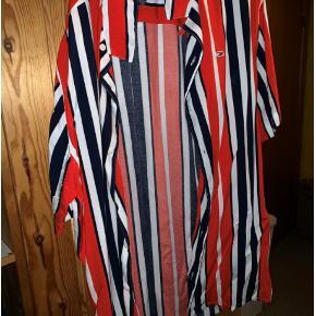 Skjorte, Tommy Hilfiger , str. L, Flere farver , Polyester, Ubrugt  Ikke brugt Tommy Hilfiger skjorte med korte ærmer