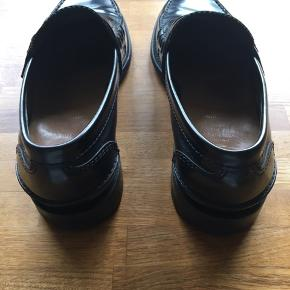 Church's classic penny loafer. Great condition. Vibram sole. Model is called Turnbridge.  Size is 41,5. (Fits true to size)