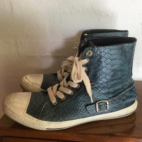 Fede blå Pier One sko med slangeskindsmønster. Sender med DAO. Køber betaler forsendelse.  #sundaysellout