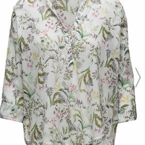 Varetype: Bluse Farve: Hvid Oprindelig købspris: 360 kr.  Lækker skjorte fra Esprit Sprit ny