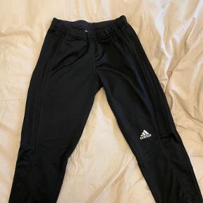 Sorte 3/4 bukser fra Adidas