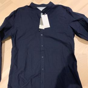 Minimum skjorte med kinakrave. Str XL. Ikke brugt