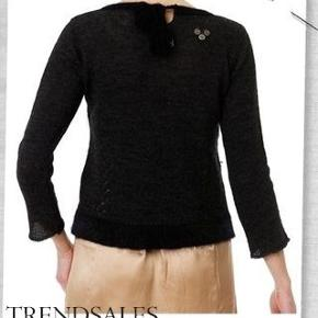 Smuk smuk Chanel inspireret lille sweater.  Brugt en gang i få timer.  Ingen fnuller eller andet slid.