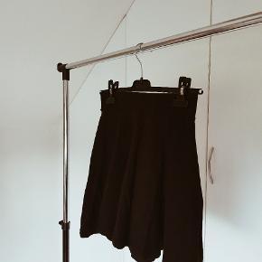 Sort nederdel fra h&m