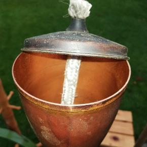 Flotte olielamper på spyd, lavet i kobber og en mega fed retro stumtjener. Spørg efter pris