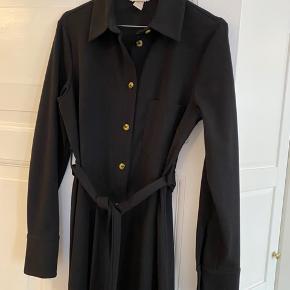 Klassisk kjole med bindebånd - ingen tegn på slid. Str. 38 ✨