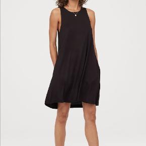 Sød kjole i A-facon med lommer. Brugt ganske lidt. Tager ikke billede af tøjet på. 🌺
