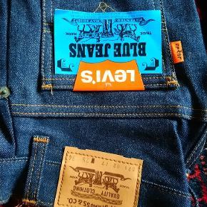 New old stock vintage Levi's pige bukser 3stk i str. 25W og 34L de har lidt trompet bukseben er vidst fra 1977