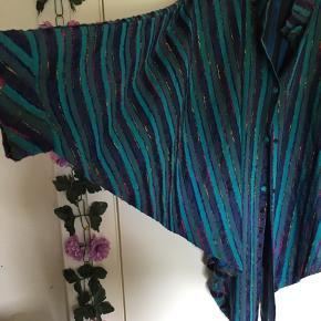 Sælger dette fede sjal/tunika. Det er dansk og er fra Anne Tildtolle