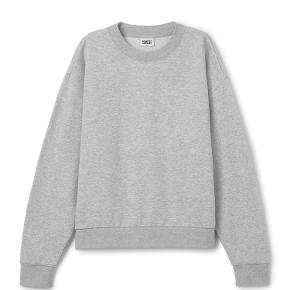 Brugt og vasket en enkelt gang. Fremstår fuldstændig som ny. Bytter ikke!  Beskrivelse fra hjemmeside:  The Huge Cropped Sweatshirt is made from a soft cotton-blend and has an oversized and slightly cropped fit. It has a simple round neck and long sleeves with gathering ribs.  - Size small measures 136 cm in chest circumference and 59 cm in front length. The sleeve length is 55 cm.