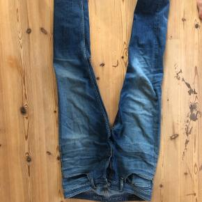 Lækre Calvin Klein jeans, er selv vokset ud af dem. 33/32