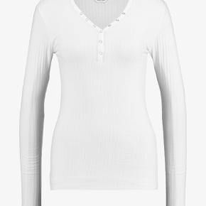 Lækker Mads Nørgaard bluse, brugt en enkelt gang og er i super fin stand.  Kom gerne med bud 😊
