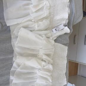 Helt nye Neo Noir nederdele!  Den ene med prismærke , prismærket er taget ud i den anden på grund af vask inden brug , dog fik jeg den aldrig brugt ..  begge str. L, men passes også af M og XL   Nypris: 299,-  Sælges for: 200,-