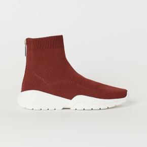 Sælger disse super fede sneakers fra H&M. Np 300. Stort set ubrugt! Prisen er inkl fragt hvis det bliver nødvendigt.