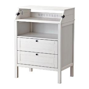 Jeg sælger dette super smarte pusslebord fra IKEA det står som byt det kun blevet samlet.