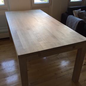 Spisebord fra Idemøbler med tilhørende tilægsplade. Billedet har lidt ridser som vises på et af billederne