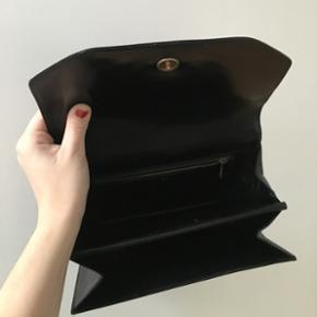 Sort vintage håndtaske  (Føles som ægte læder - men det står ikke skrevet nogle steder, så er ikke 100% sikker)