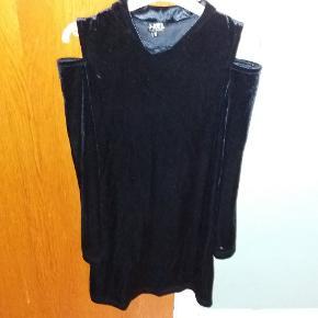 Mdnatsblå kjole i velour med off-shoulders Festkjole
