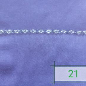 Håndlavet ny oxyderet sølv armbånd, aldrig brugt. Vejer ca. 6g. Længden er ca 19,5cm. Kæden er lavet af 0,6mm tykkelse, 925 sterlingsølv tråd. Låsen er på 11mm og har 925 stempel på som også er sterlingsølv. Den kan forkortes til ønsket længde.