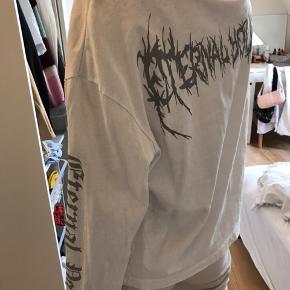 Fin, hvid trøje fra Asos med slå-om detalje forneden  Aldrig brugt  Str. X-small  Byd gerne
